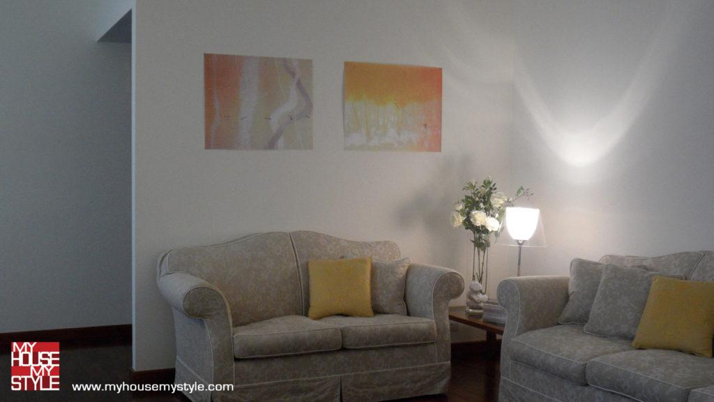 abitazione a Varese: il soggiorno i divani